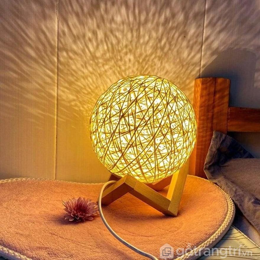 đèn ngủ để bàn quả cầu mây