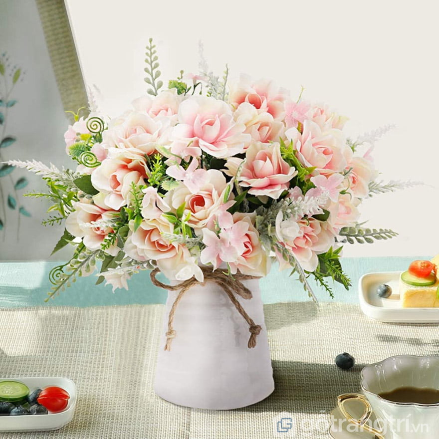 hoa giả trang trí bàn ăn