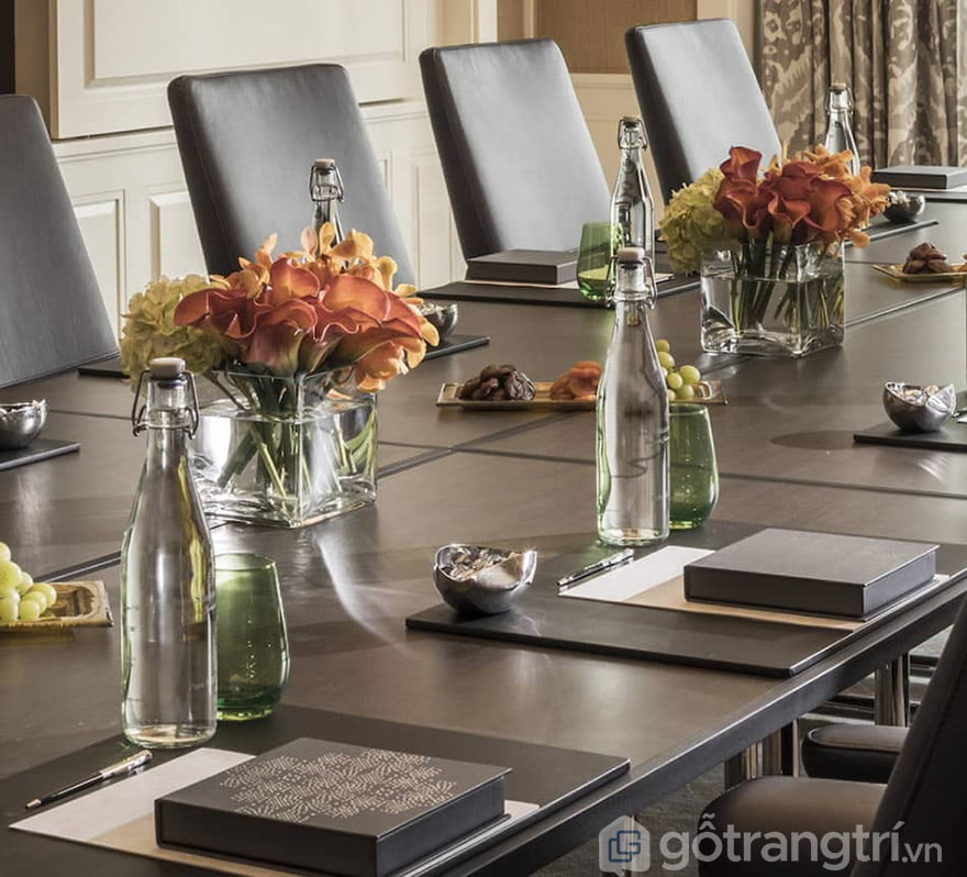 hoa giả trang trí phòng họp hoa giả trang trí phòng họp