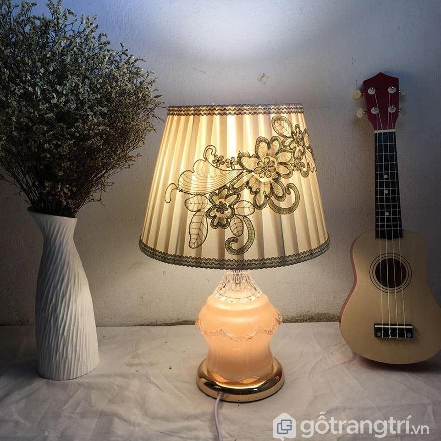 Đèn ngủ để bàn đẹp