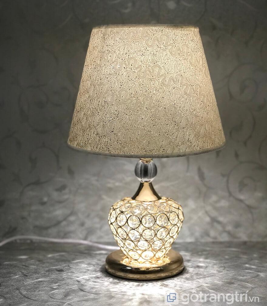 Đèn ngủ để bàn sang trọng