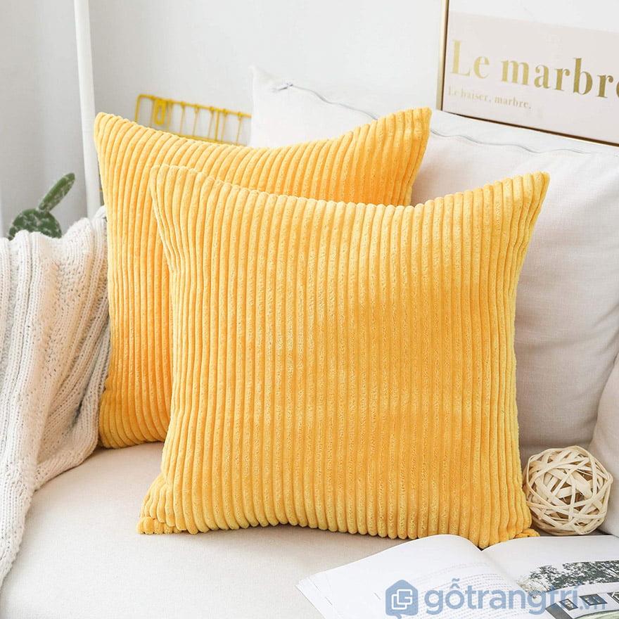 gối sofa màu vàng