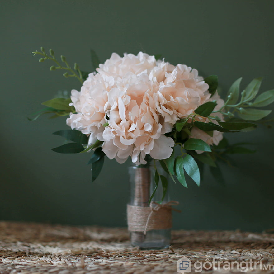 Hoa giả trang trí phòng khách