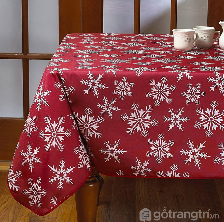khăn trải bàn màu đỏ