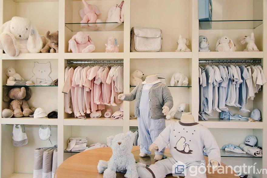 Kệ trưng bày quần áo trẻ em
